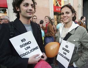 """Elezioni 2006: Silvio Berlusconi definisce """"coglioni"""" gli elettori del centro-sinistra. Che rivendicano la loro identità senza sentirsi offesi."""
