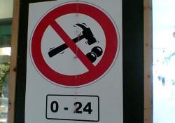 ... e avviso espressivo: vietato romperle!