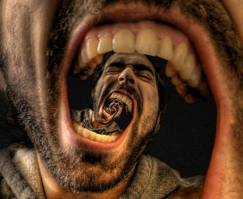 Imprecate: soffrirete meno! (E un appello ai ricercatori)