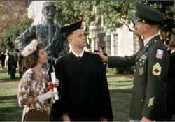 """Nel film """"Forrest Gump"""", il protagonista, ritardato mentale, era rispettato profondamente dalla madre, all'insegna del motto: """"Stupido è chi lo stupido fa""""."""
