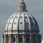 La cupola di San Pietro: la forma ricorda il seno (come il campanile il fallo), antichi simboli sessuali usati nei riti.