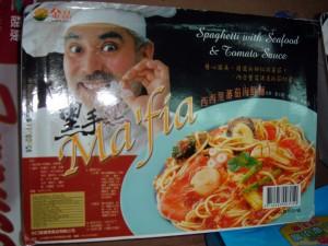 """Spaghetti cinesi con frutti di mare: per caratterizzare l'italianità, il prodotto è stato chiamato """"Ma'fia""""."""