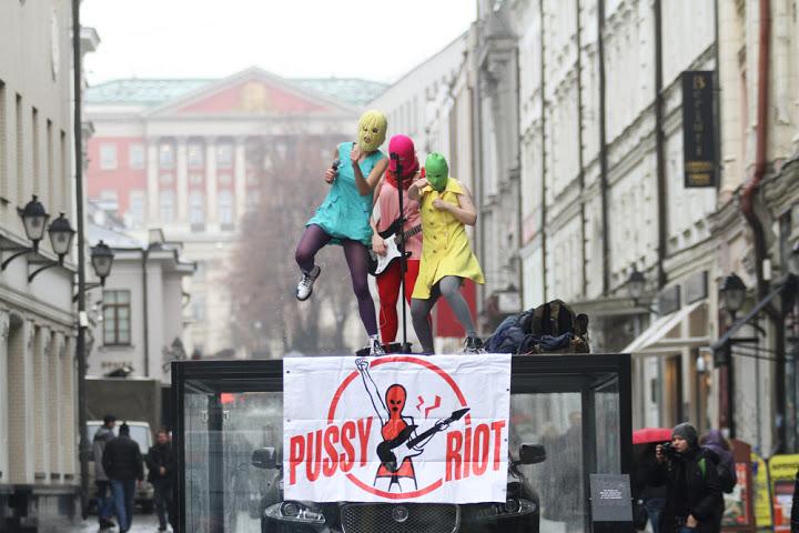Le Pussy Riot in un'esibizione.