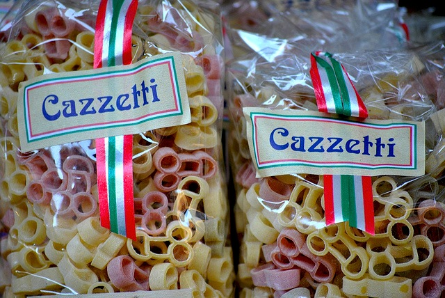 Cazzetti, grattaculi e tette di vergine: le parolacce a tavola
